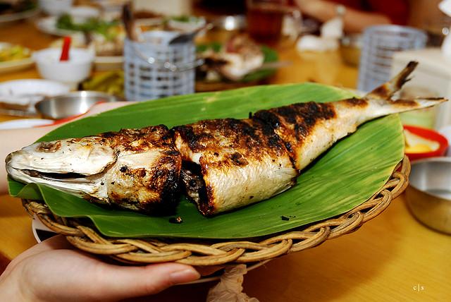 Een typisch gerecht uit de Maleisische keuken: Ikan bakar