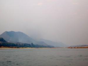 Klimaat in Laos en beste reistijd: vermijd maart en april want dan hangt er overal rook door de slash-and-burn