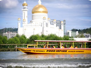 rondreizen in brunei: de boot is een geschikt transportmiddel in en rond BSB
