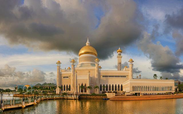 De islam speelt een belangrijke rol in de Bruneise samenleving.