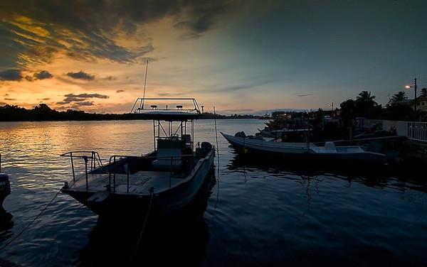 Zonsondergang Brunei: Belait River