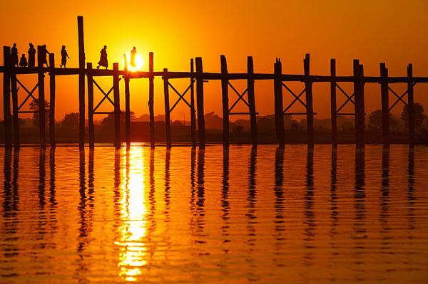 De U Bein Bridge is de langste teak brug ter wereld en één van de vele highlights van Myanmar
