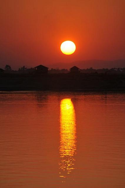 Zonsondergang in Bhamo