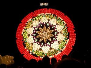 Reuzenparol op het Giant Lantern Festival van San Fernando