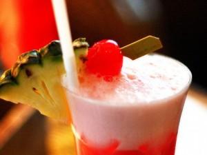 De Singapore Sling volgens het recept zoals ze 'm in het Raffles Hotel maken
