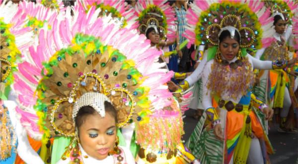 Street dancing competition tijdens het coconut festival in San Pablo