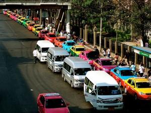 Taxichauffeurs Bangkok beloven zich te gedragen