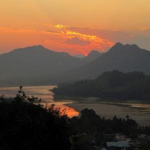 Zonsondergang vanop Phu Si in Luang Prabang