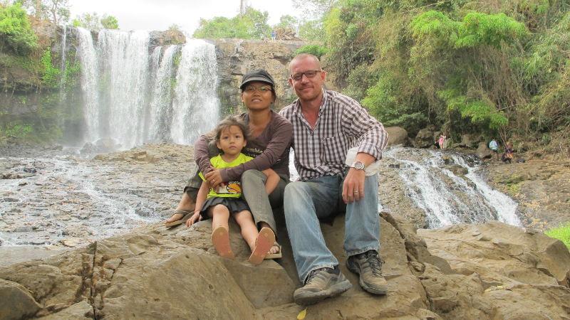 Stephane met zijn vrouw Yan en dochtertje Sanjana.