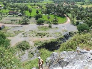 Uitzicht boven op de rotswand