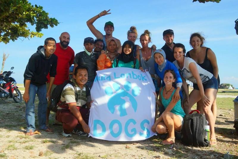 Het enthousiaste team van Kuta Lombok Dog.