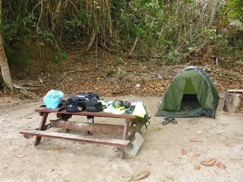 Onze overnachtingsplek op Sapi eiland.