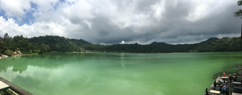 Het prachtige driekleurenmeer